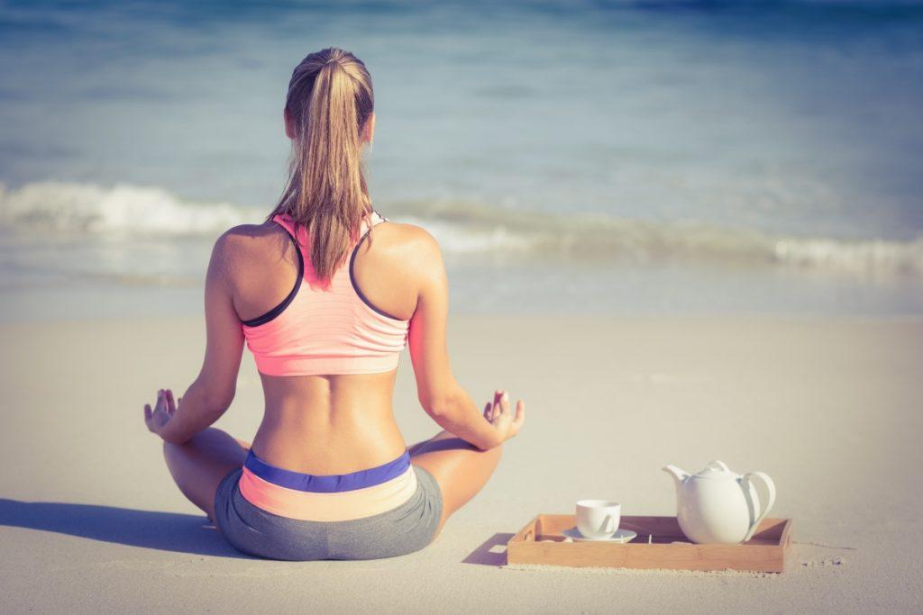 delmarte-high-quality-tea-woman-doing-yoga-on-the-beach